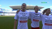 Με μπλουζάκια αλληλεγγύης για τους εργάτες στο Κατάρ η Νορβηγία (VIDEO)